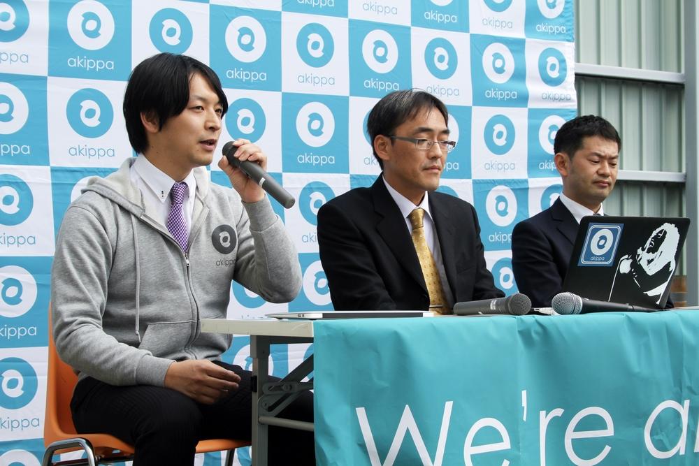 ↑アイシンAWの清水氏(写真右)、杉浦氏(写真真ん中)、akippaアライアンス担当の田中(写真左)